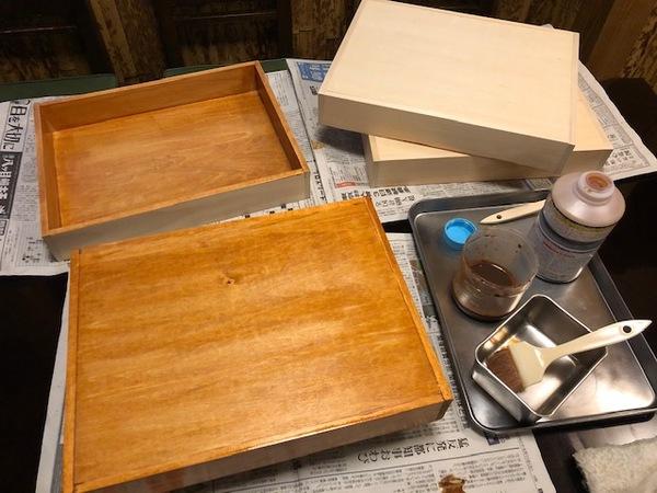 木箱を作っています
